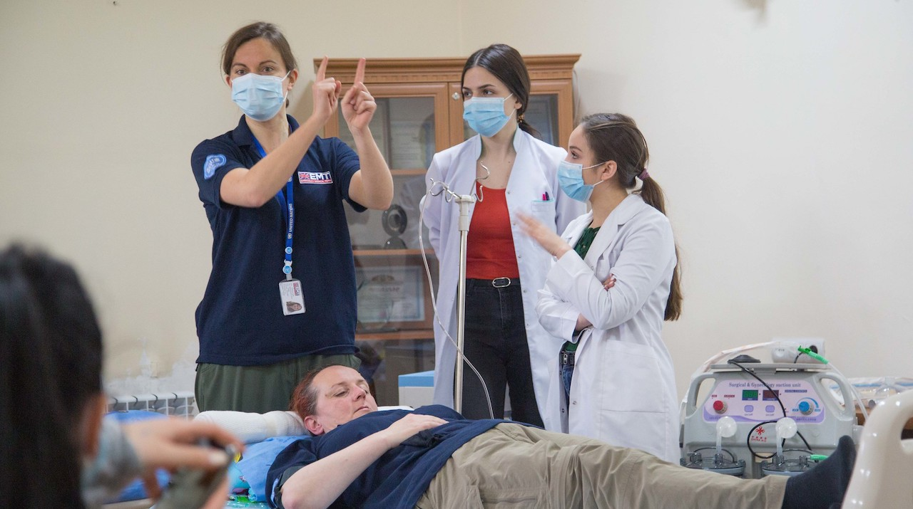 Rebecca Inglis, intensive care (ICU) doctor with the UK EMT, runs critical care simulation training for ICU staff at Surb Grigor Lusarovich hospital.