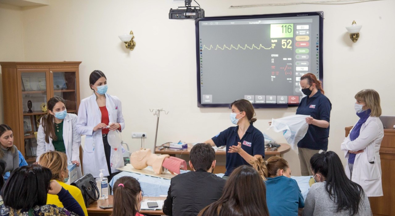 Rebecca Inglis, an ICU doctor with the UK EMT, runs critical care simulation training for the ICU staff from Surb Grigor Lusavorich hospital, Armenia. The training has proven so popular that nurses have started attending on their days off.
